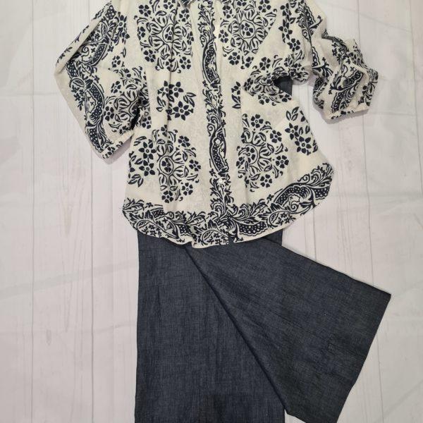 Camicia in mussola di cotone + jeans largo
